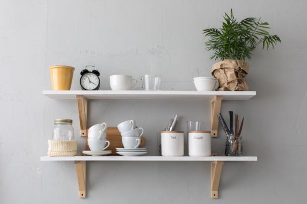 poser des tag res une astuce d co simple et pratique. Black Bedroom Furniture Sets. Home Design Ideas